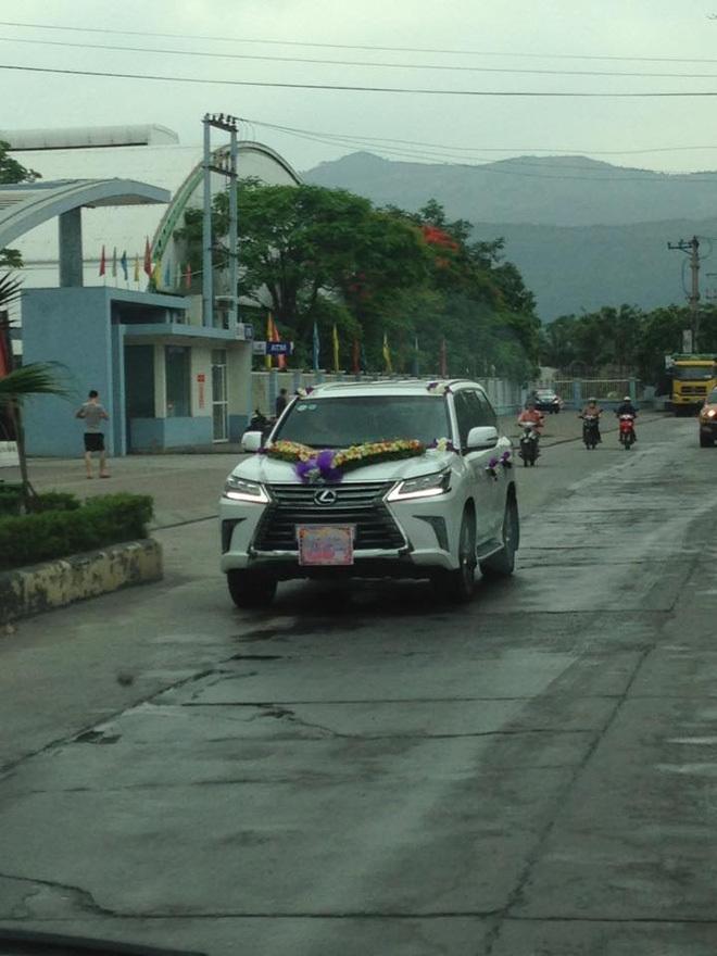 Hơn 60 xe sang tụ tập đi đám hỏi tại Quảng Ninh