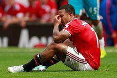 Depay bị gạch tên khỏi trận chung kết FA Cup