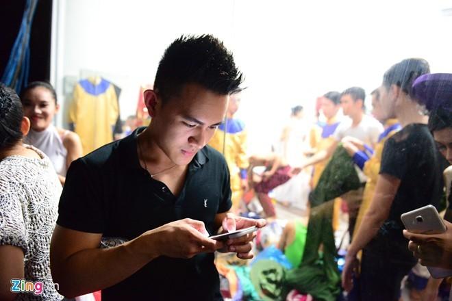 Con trai tin đồn của Hoài Linh lần đầu lộ diện ở Việt Nam