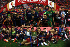 Thắng siêu kịch tích, Barca hoàn tất cú đúp