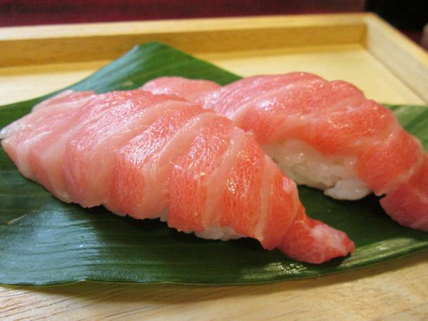 Sự thật tàn khốc đằng sau miếng sushi 1,5 triệu đồng trứ danh của Nhật Bản