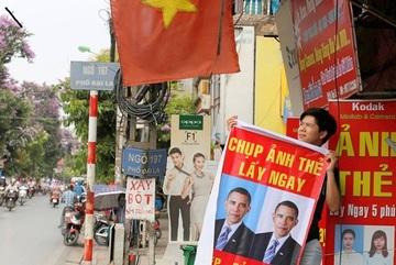 """Cửa hàng Việt Nam """"ăn theo"""" chuyến thăm của TT Obama"""