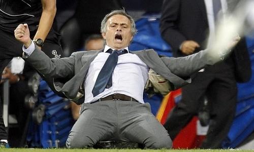 Những pha ăn mừng khó đỡ của Mourinho