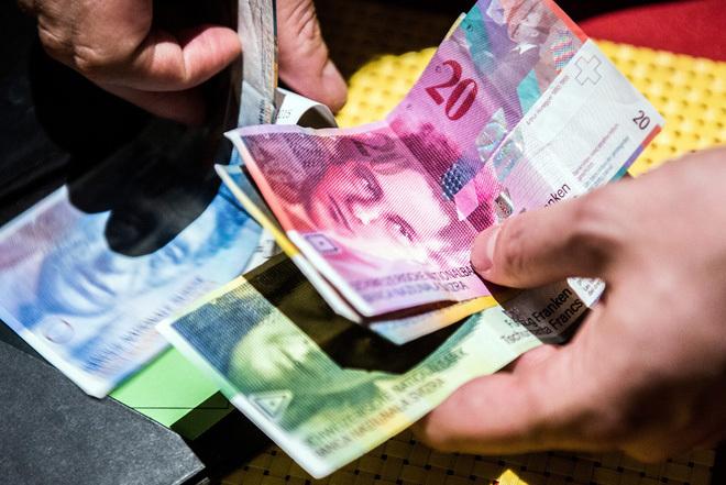 Thụy Sĩ phát tiền cho dân tiêu: 50 triệu/tháng