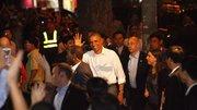"""""""Giải mã"""" bí ẩn Obama tháo nhẫn khi bắt tay đám đông"""