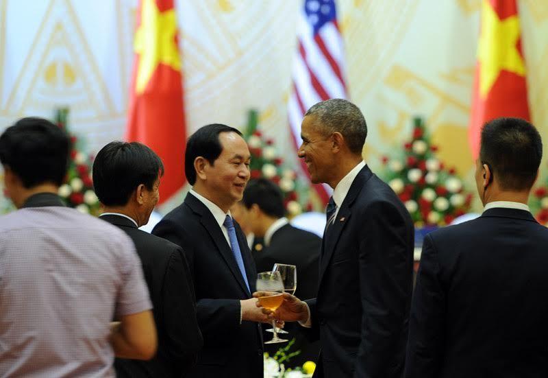 Tổng thống Mỹ lẩy Kiều, dẫn nhạc Trịnh