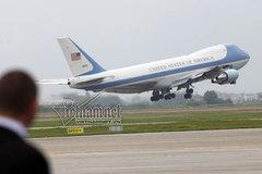 Xem Không lực 1 cất cánh đưa ông Obama vào TP.HCM