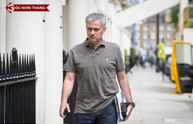 Mourinho 'ám sát' cái đẹp và 4 bài toán khó ở MU