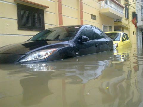 ô tô ngập nước, Hà Nội Mưa lớn, MƯA LỚN, NGẬP LỤT, HÀ NỘI NGẬP NẶNG, NGẬP NƯỚC, HÀ NỘI MƯA LỚN