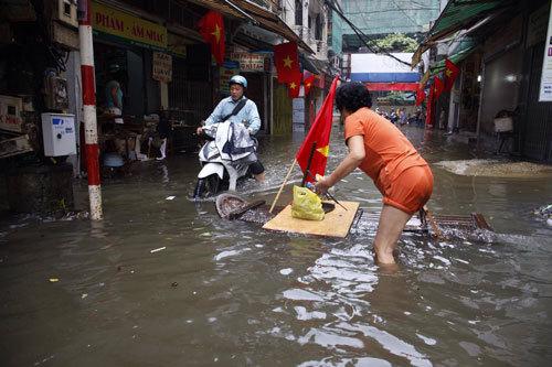 Hà Nội hứng chịu trận mưa đặc biệt lớn