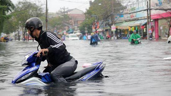 Mẹo giúp xe máy đi qua vùng ngập nước