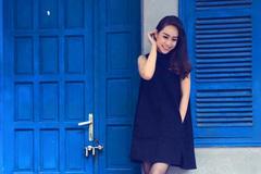 Thời trang của MC Chuyển động 24h bị lộ 'kẹp váy' trên truyền hình