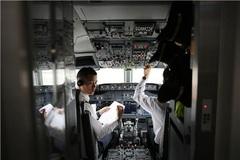 Tiết lộ 1 ngày làm việc của cơ trưởng trên máy bay