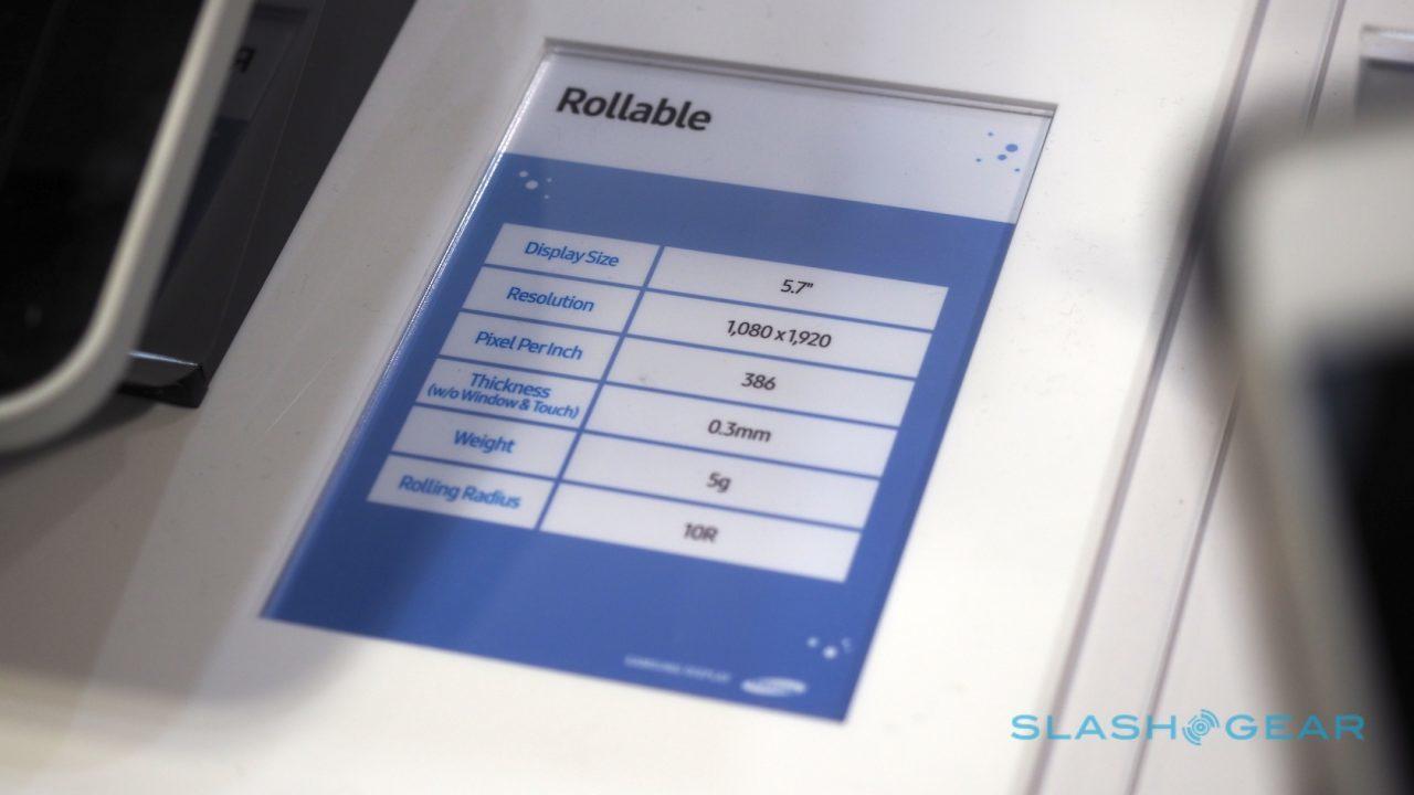 Sắp có smartphone có thể cuộn như tờ giấy?