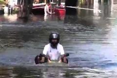 Bí quyết nước ngập ngang yên, xe máy vẫn phóng vèo vèo