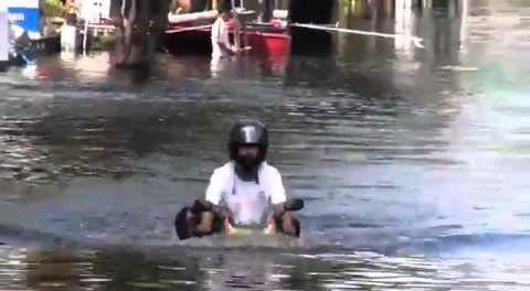xe máy lội nước