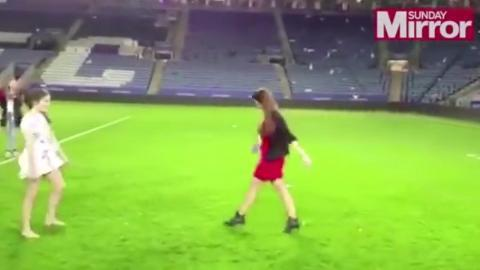 Vợ Vardy đi giày cao gót sút penalty cực đỉnh