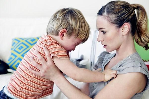 Bí quyết xử lý tình huống khủng hoảng trẻ lên ba