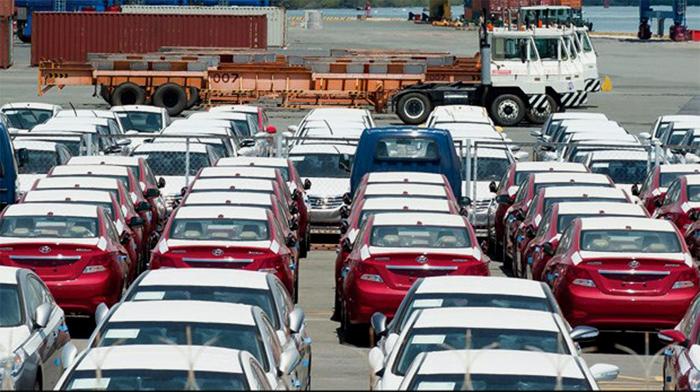 Ôtô quyết không giảm giá: Dân buôn xe lãi đậm?