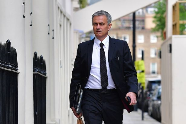 MU chính thức bổ nhiệm HLV Mourinho