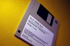 Bộ Quốc phòng Mỹ gây sốc vì vẫn dùng đĩa mềm