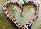 """Kỷ yếu """"ngập lụt"""" có một không hai của học trò Hà Nội"""