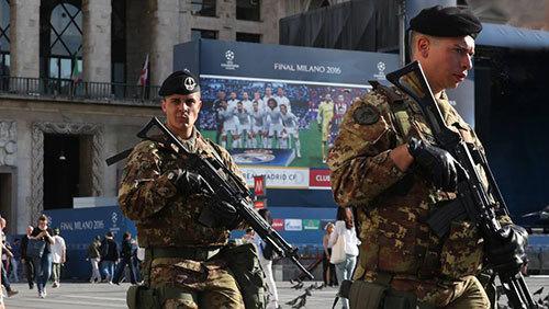 Mang lính bắn tỉa đến chung kết Champions League