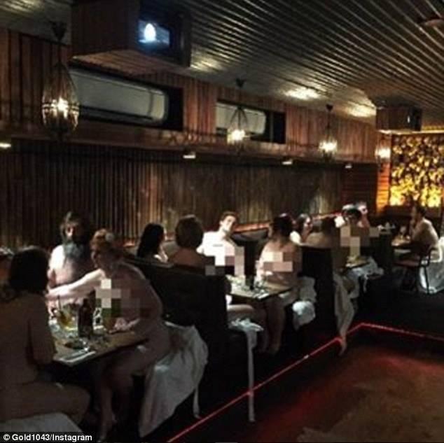 Nhà hàng khỏa thân, Úc, thực khách, phát thanh viên