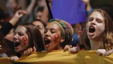 Thiếu nữ 16 tuổi bị hiếp dâm tập thể gây chấn động Brazil
