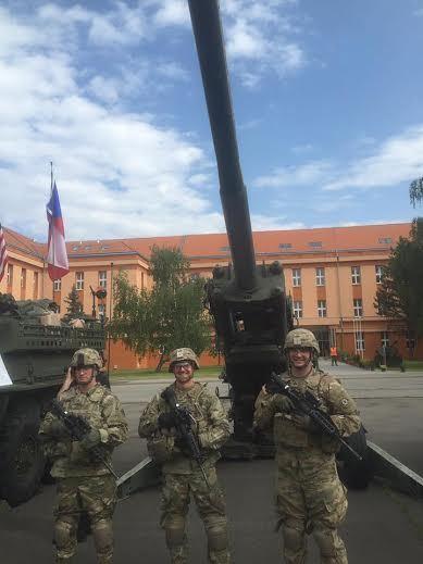 Lính Mỹ rầm rập hành quân qua Đông Âu