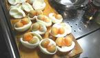 Kỳ dị trứng gà 3 lòng đỏ, toàn lòng trắng