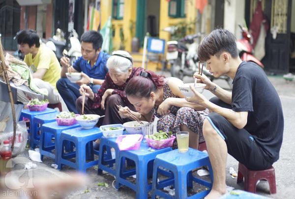 Hồng Phúc - con phố 'thiên đường' của tín đồ ẩm thực Hà Nội