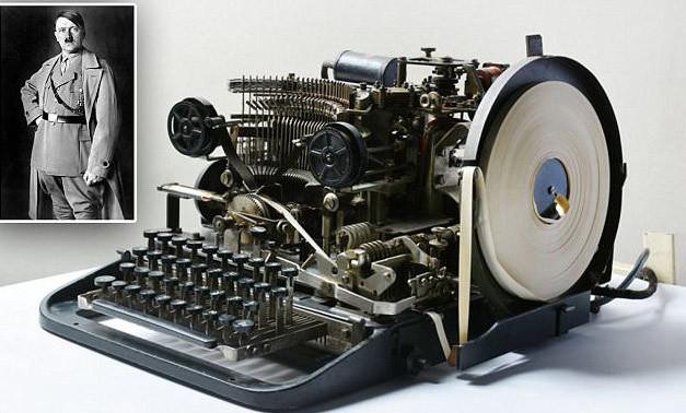 Máy điện báo Lorenz thời Thế chiến thứ hai tương tự như thiết bị được rao bán trên eBay. Ảnh: Daily Mail