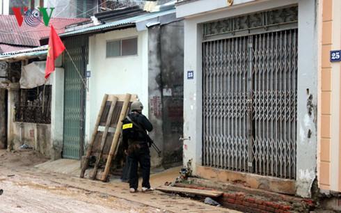 Nóng: Vây bắt kẻ nổ súng bắn Phó công an phường