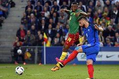 """Giroud """"nổ súng"""", Pháp thắng Cameroon siêu kịch tính"""
