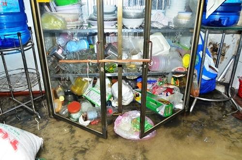 Dân Sài Gòn trắng đêm be bờ, tát nước chống ngập
