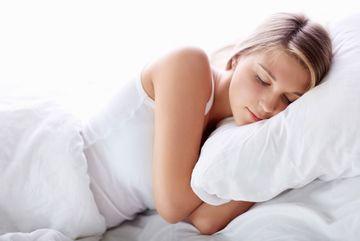 Nghiến răng lúc ngủ thì sao?