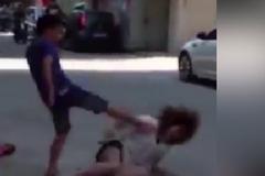 Hành hạ dã man bạn gái giữa phố, đòi 'phí chia tay'