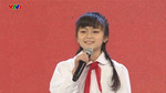 Em bé hát 'Tiến quân ca' gây nóng mạng xã hội