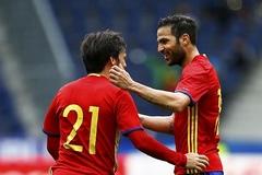 """Tây Ban Nha """"đánh tennis"""" trước Hàn Quốc"""