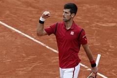 Djokovic vào tứ kết Roland Garros sau 2 ngày