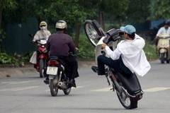 Những lỗi vi phạm 'ngớ ngẩn' khi bạn điều khiển xe gắn máy