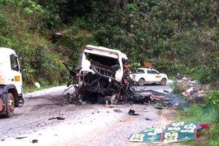 Nổ xe khách kinh hoàng, 8 người tử vong tại chỗ