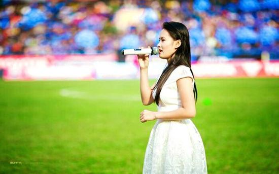 Thanh Thảo The voice Kids, cô bé hát rong, cô bé bán kẹo kéo, hoàn cảnh, ca sĩ giấu mặt