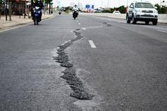 Đường nội đô đẹp nhất Sài Gòn bị nứt, cấm đường sửa chữa