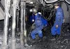 Quảng Ninh: 8 tiếng đào bới tìm phó quản đốc bị vùi lấp
