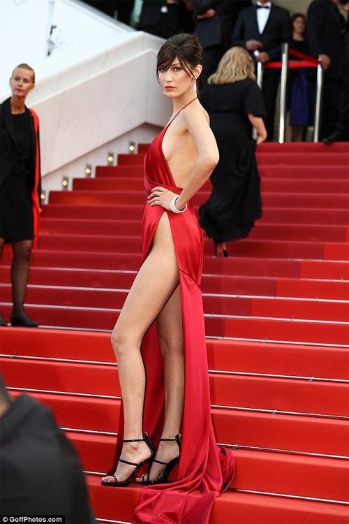 váy táo bạo, thảm đỏ, liên hoan phim