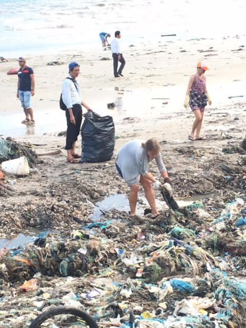 Mũi Né dẹp bãi rác khổng lồ