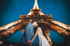 Chàng Mỹ bất ngờ cầu hôn nàng Việt dưới tháp Eiffel