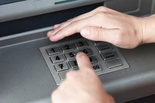 Bí kíp dùng thẻ ATM rút tiền để không xảy ra rủi ro